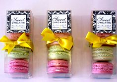 I absolutely heart the idea of macaroons as wedding favours...and they can match your colour scheme