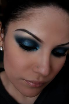 smokey blue eyes----I love this but I would just end up looking like an 80s hooker if I used blue eyeshadow ! HS