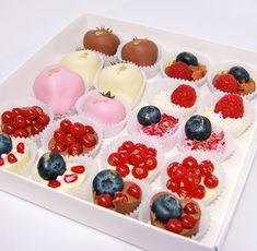 Фрукты и ягоды в шоколаде (клубника и банан) с доставкой по России - Chocobelle