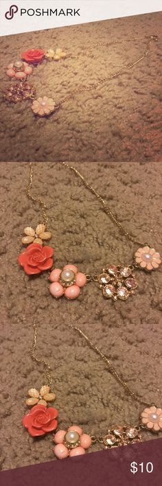 Flower necklace Orange flower necklace. Never worn. In excellent condition. Jewelry Necklaces