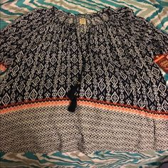 1X Boho Peasant Top New With Tags New with tags!   Size 1X.  Boho peasant top with cute neck tie tassels.   Important:  I make sure all items are freshly laundered as applicable (shoes and tagged items, I don't remove the tags and wash).  However, not all my items come from pet/smoke free homes.  Low pricing reflective of this. Thank you for looking! Faded Glory Tops Blouses
