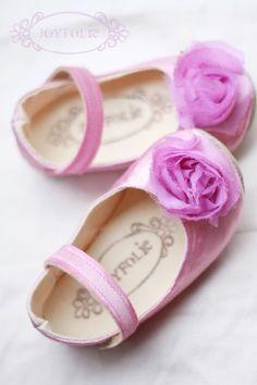 Baby Shoes :) via Jenny Pannaye Baby Girl Shoes, My Baby Girl, Baby Love, Girls Shoes, Baby Baby, Baby Girls, Little Girl Fashion, My Little Girl, Kids Fashion