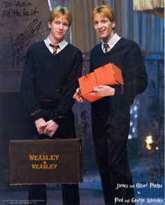 Fred Weasley(Left), George Weasley( Harry Potter Film Series) played by James Phelps(Left) and Oliver Phelps. (You Are My Favorite Movies) Images Harry Potter, Harry Potter Cast, Harry Potter Love, Harry Potter Fandom, Harry Potter World, George Harry Potter, The Burrow Harry Potter, All Harry Potter Characters, Harry Potter Hogwarts