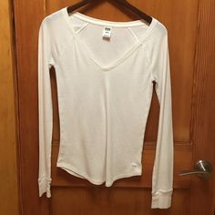 PINK! Thermal TopMAKE AN OFFER! Good used condition. Shows signs of wear such as pilling, but still has a lot of life left. No holes. PINK Victoria's Secret Tops Tees - Long Sleeve