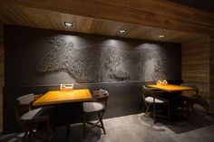Интерьер ресторана The Village в украинском городе Бердянске оформила студия YOD Dеsign Lab. Пространство ресторана общей площадью 220 квадратных метров состоит из двух уровней. На первом расположена входная группа, а на втором, куда ведёт лестница, спроектированы бар и дальний зал. Перед дизайне...