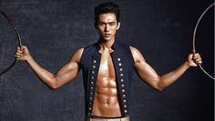 Seulong bares his impressive abs for 'Esquire' | http://www.allkpop.com/article/2014/05/seulong-bares-his-impressive-abs-for-esquire