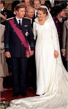 Philippe and Mathilde dated for three years under the radar.  No one in Belgium had any idea that their crown prince was dating anyone!