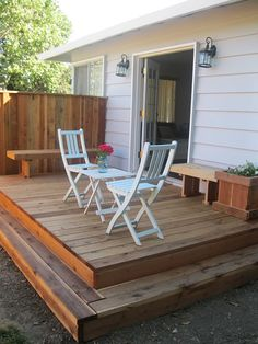 Don't let a pint-size yard stifle your outdoor living dreams: Use these small-deck design ideas to create a space-savvy, beautiful space. Bring big style to a small deck or patio with these simple, space-savvy accessories and decorating ideas. Small Deck Designs, Patio Deck Designs, Patio Design, Flat Deck Ideas, Small Deck Ideas On A Budget, Small Backyard Decks, Small Patio, Small Decks, Small Backyards