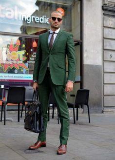 Men's Dark Brown Tie, White Dress Shirt, Dark Green Suit, Black Leather Briefcase, and Dark Brown Leather Oxford Shoes Sharp Dressed Man, Well Dressed Men, Gentleman Mode, Gentleman Style, Smoking Verde, Fashion Moda, Mens Fashion, Street Fashion, Fashion Menswear