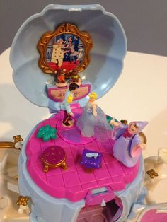 1999 Disney Bluebird Cinderella Hidden Treasures Playset : Cinderella's Coach : Polly Pocket Retro Toys, Vintage Toys, Childhood Toys, Childhood Memories, Polly Pocket World, Cinderella Coach, Pound Puppies, Best Disney Movies, Disney Merchandise