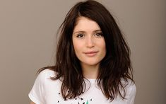 Gemma Arterton, you are such a fox. And love this growing out bob hair. Gemma Arterton, Gemma Christina Arterton, Brunette Beauty, Hair Beauty, Growing Out A Bob, Belle Beauty And The Beast, Hollywood, Hair Dos, Bob Hairstyles