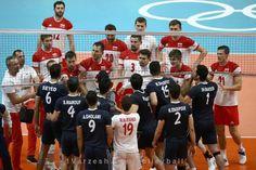 روایت خبرگزاری آلمانی از درگیری بازیکنان والیبال ایران و لهستان  http://1vz.ir/138649  درگیری بازیکنان تیم ملی والیبال ایران و لهستان در مسابقات المپیک ریو در خبرگزاری آلمانی DPA بازتاب داشت.     تیم ملی والیبال ایران در دومین دیدار خود در مسابقات المپیک ریو به مصاف تیم لهستان رفت و در حالی که میتوانست این تیم را شکست بدهد، در نهایت با نتیجه ۲ به ۳ نتیجه را به حریف واگذار کرد. در پایان این مسابقه هم بین بازیکنان دو تیم درگیریهایی رخ داد که این درگیری در خبرگزاری آلمانی DPA بازت..