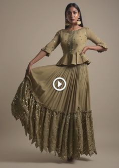 Simple Kurta Designs, Choli Designs, Stylish Dress Designs, Lehenga Designs, Stylish Dresses, Lovely Dresses, Blouse Designs, Black Lehenga, Green Lehenga