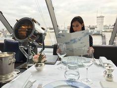 Vous cherchez un cadre raffiné et qui sort de l'ordinaire ? J'ai déniché la perle rare : le restaurant L'Oiseau Blanc au 6ème étage du Peninsula à Paris, qui vous accueillera dans un décor atypique et une vue imprenable sur la grande dame !