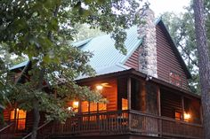 Make you next #vacation in #Oklahoma unforgettable when you rent a cabin tucked away in a forest oasis from Blue Beaver Luxury Cabins. They offer several different lodging options around the Beavers Bend State Park area.