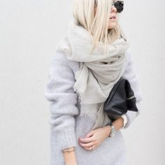 22 minimal outfits that will make you look at pieces you already own in a whole new light, and inspire you to look chic everyday. Mode Chic, Mode Style, Fall Winter Outfits, Autumn Winter Fashion, Look Fashion, Fashion Beauty, Net Fashion, 1950s Fashion, Vintage Fashion