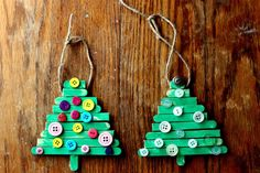 Use buttons to decorate these simple, yet effective Xmas trees