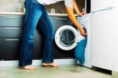 Wasmachine schoonmaken : Doe een flinke scheut natuurazijn of halve kop soda in de lege trommel en draai een 90 C wasprogramma. Door de combinatie van schoonmaakmiddel en hoge temperatuur lossen vet, vuil en kalk supergoed op. Zo wordt je wasmachine weer helemaal schoon en zal – eindelijk – weer lekker fris ruiken!