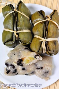 Khao Tom Mut - Thai Banana in Sticky Rice - FoodTravel. Thai Cooking, Asian Cooking, Cooking Recipes, Thai Recipes, Asian Recipes, Asian Foods, Thai Banana, Tamales, Thai Appetizer