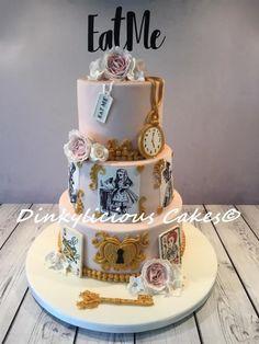 Alice in Wonderland Wedding Cake - cake by Dinkylicious Cakes Alice In Wonderland Tea Party Birthday, Alice In Wonderland Cakes, Wonderland Party, Crazy Cakes, Cake Paris, Disney Cakes, Sweet 16 Birthday, Gorgeous Cakes, Cake Creations