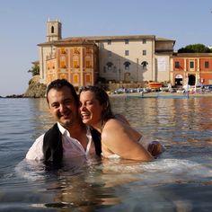 Trash the dress photography in the beautiful Baia del Silenzio