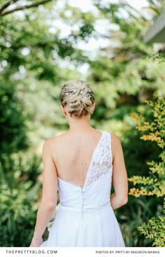 Lace one-shoulder dress from the back. Photography: Pritti