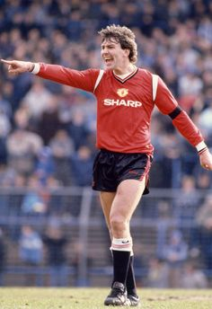 Bryan Robson of Manchester United gives instructions during the Canon League Division One match between Birmingham City and Manchester United at St...