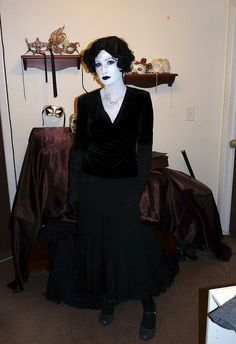silent movie star full length w/ flash (ew)- grayscale costume by TinyMishaps, via Flickr