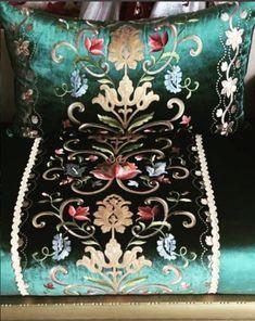 Moroccan Interiors, Moroccan Decor, Decoration, Art Decor, Home Decor, Style Marocain, Linen Bedding, Furniture Decor, Cushions