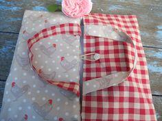 sac à tarte esprit campagne tissu poules et vichy bouton en nacre : Autres sacs par l-atelier-de-rose-cottage