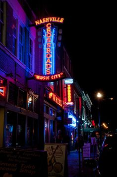 """Broadway Avenue """"The District"""" - Nashville, Tennessee"""