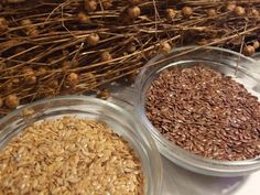 Whole bronze and golden linseeds are interesting in food