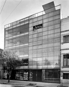 Edificio de Apartamentos en la calle Liverpool 1956  Col. Roma. México D.F.  Arq. Ramón Torres, Arq. Héctor Velázquez