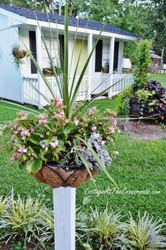 Hometalk :: How to Mount Flower Baskets Onto Wooden Posts