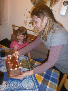 Hugi,a nagynéni, meghozta az igazi tortát.