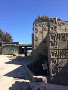 The Samuel Freeman House is an architectural marvel at the end of a sleepy residential street. Frank Lloyd Wright Buildings, Design Language, Hollywood Hills, Places To Go, California, Mansions, Architecture, House Styles, Pictures