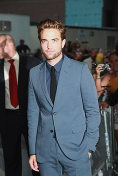 Robert Pattinson NYC Cosmpolis Premiere Pictures // He looks gorg!