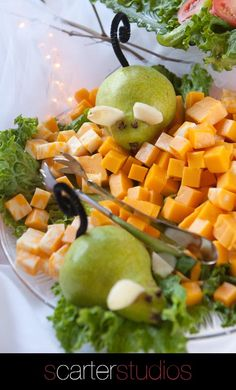 Little veggie and fruit animals at reception- a little corny but great for the right event! Cute Food, Good Food, Edible Centerpieces, Fruit Animals, Charcuterie And Cheese Board, Relish Trays, Buffet, Veggie Tray, Food Displays