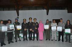 Kapolres Bojonegoro bagi bagi THR Tribratanews Polda Jatim