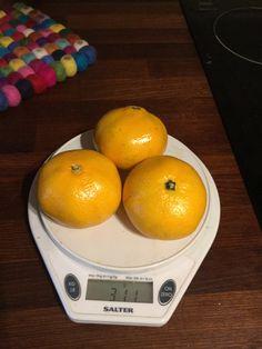 Kolme satsumaa 311 g - kuorineen. 36 kcal/ 100 g kuorineen