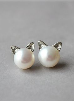 Cat Pearl Earrings                                                                                                                                                      Más