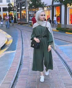Hijab Beautiful hijab Hijab fashion Muslim girls Beautiful muslim women Jennifer Anniston Gaya hijab Hijabi fashion Muslimah fashion Muslim fashion Abaya fashion Hijabi o. Hijab Fashion Summer, Modest Fashion Hijab, Modern Hijab Fashion, Street Hijab Fashion, Casual Hijab Outfit, Hijab Fashion Inspiration, Hijab Chic, Fashion Mode, Muslim Fashion