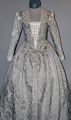 Starlight Masquerade :  16th Century Venetian Noble gown, made of damask and trimmed with lace, silk and pearls.