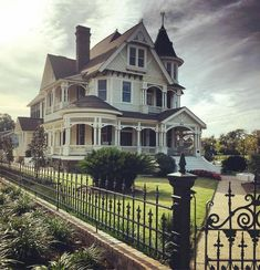 Victorian Homes Exterior, Victorian House Plans, Victorian Style Homes, Victorian Farmhouse, Victorian Architecture, Victorian Houses, Southern Architecture, Victorian Decor, Hattiesburg Mississippi