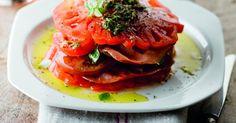 Tompoes van carpaccio van verschillende tomaten