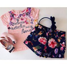 . OUTONO/INVERNO 2016 . Com conforto delicadeza sofisticação e um detalhe charmoso na manga . Conjunto fresquinho para a sua #princess arrasar ! #ootd #trend #chique #look #lookgirl #lookdodia #minimelissa #conjunto #encanto #miniblogger #lançamento #melissa #elegance #baby #tendência #coleção #instababy #instamoda #likes #meninas #like #fashiongirl #laços #acessórios #fashion #flores . Todas as novidades via SNAPCHAT: mashmalow_gyn .  Conjunto: 2 a 12 anos Mini Melissa: 17 ao 25 Tiara…