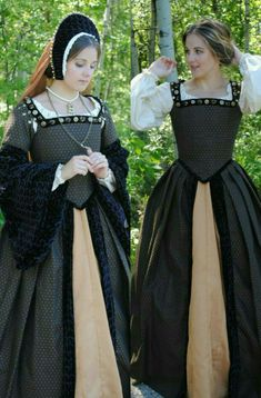 Anne Boleyn dress removable sleeves Renaissance Faire costume Court gown