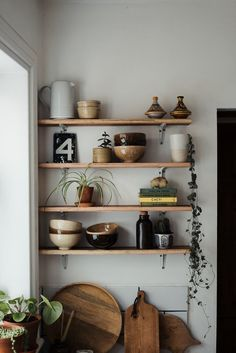 How to style the perfect shelfie Source: Hannah Bullivan. Beautiful Kitchen shelf How to style the p Modern Farmhouse Interiors, Modern Rustic Homes, Home Decor Kitchen, Kitchen Design, Kitchen Ideas, White Shaker Cabinets, Boho Home, Kitchen Shelves, Kitchen Counters