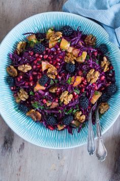 Julet rødkålssalat med de bedste honningristede valnødder - Julie Bruun Clean Eating Recipes, Raw Food Recipes, Vegetarian Recipes, Healthy Eating, Healthy Recipes, Cooking Recipes, Food N, Food And Drink, Red Cabbage Salad