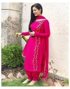 Punjabi Suit Neck Designs, Patiala Suit Designs, Kurti Designs Party Wear, Pakistani Dress Design, Kurta Designs, Pakistani Dresses, Designer Punjabi Suits Patiala, Punjabi Suits Designer Boutique, Designer Salwar Kameez